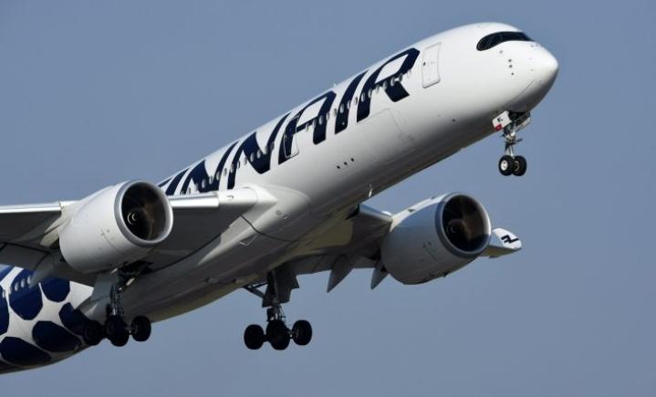 Matkustajat alkoivat vaatia Finnairilta korvauksia yli kaksi vuotta peruuntuneen matkan jälkeen. LEHTIKUVA / MARTTI KAINULAINEN