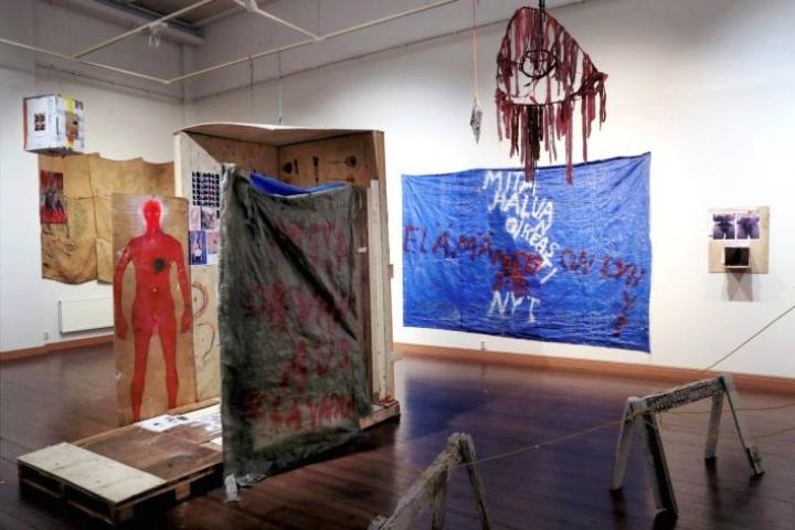 Reima Hirvosen näyttelyssä on yli 60 yksittäistä teosta.