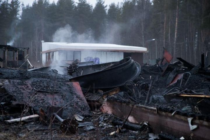 Huvitörmän entinen tanssilava tuhoutui tulipalossa uudenvuodenyönä 2020.