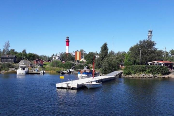 Tankarin majakkasaari on veneettömän matkailijan tavoitettavissa, sillä sinne pääsee kätevästi risteilyaluksella Kokkolan satamasta.