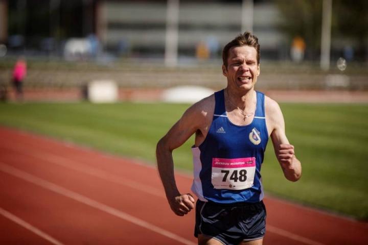Yrjö Pesonen Joensuun maratonilla toukokuussa.