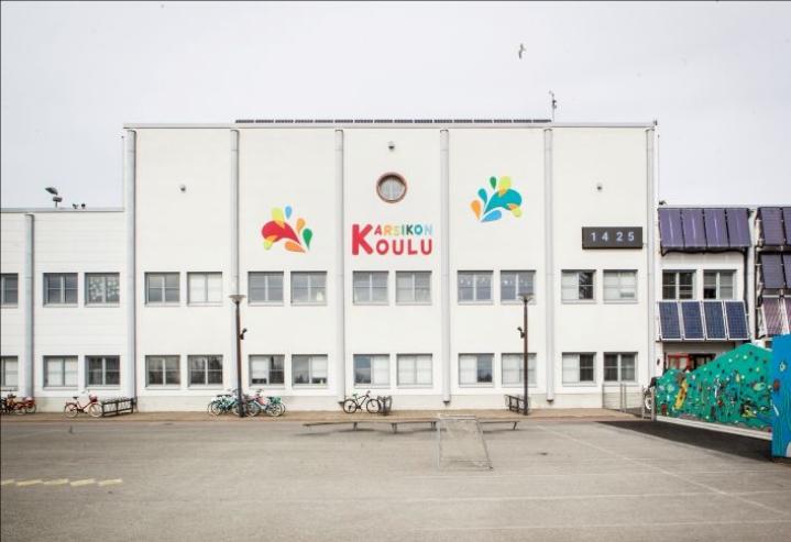 Sirkkalan kiinteistössä toimii myös Karsikon alakoulu.