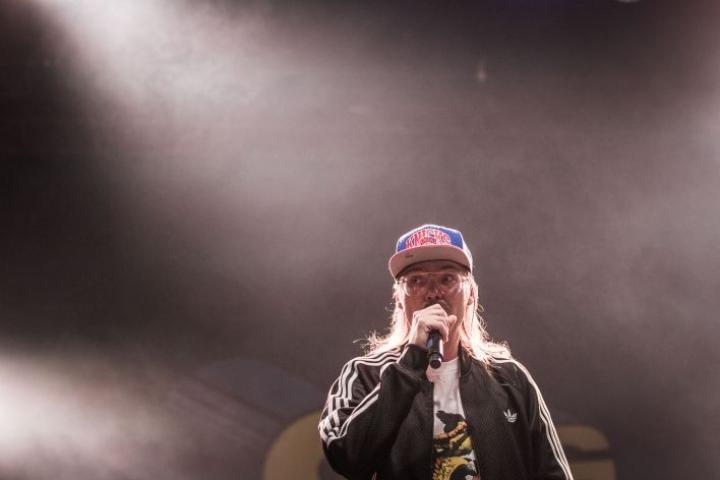 Stig Ilosaarirockin Sulo-klubilla kesällä 2016.