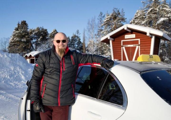 Tuomas Kinnunen menee nyt kohti uusia tuulia. Taksiautoilu on hänen mielestään mielekästä työtä silloin, kun työtä on.