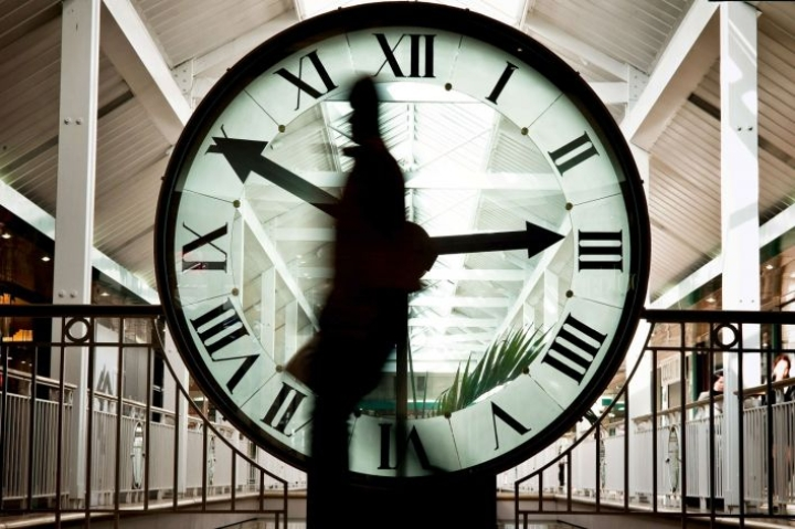 Komissio on esittänyt, että kellojen siirtelystä luovuttaisiin kaikkialla EU:ssa jo ensi vuonna. LEHTIKUVA/AFP
