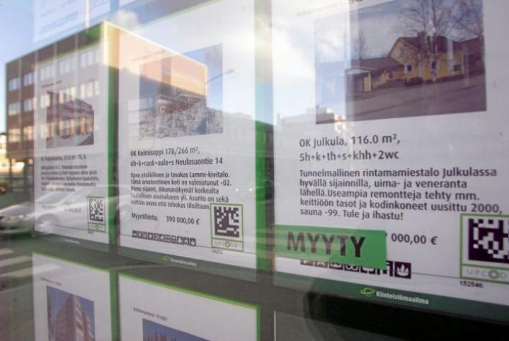 Yhä useammassa Suomessa nostettavassa asuntolainassa takaisinmaksuaika on yli 26 vuotta. Hallitus haluaa nyt hillitä kotitalouksien velkaantumista rajoittamalla asuntolainojen enimmäiskokoa ja maksuaikaa.