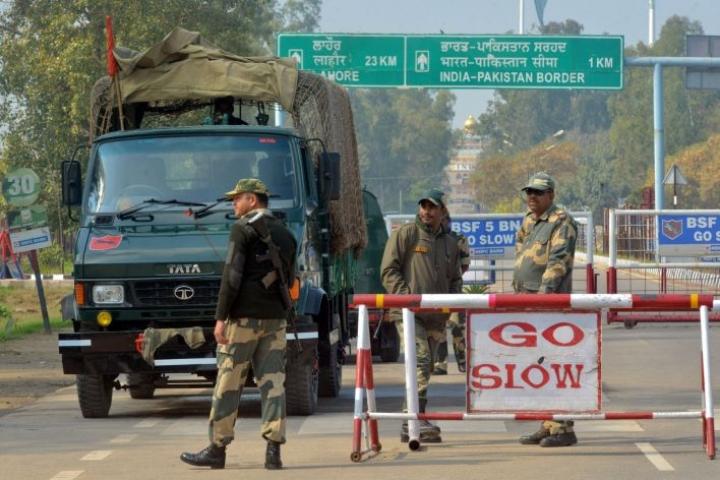 Intian rajavalvontaa tiistaina Pakistanin-vastaisella rajalla Wagahissa. Lehtikuva/AFP