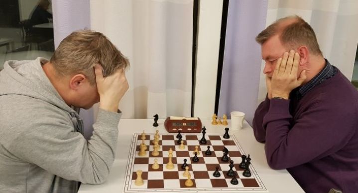 Marko Jönhede (oik.) on parhaimmillaan puolen tunnin tai sitä lyhyemmillä peliajoilla. Finaalivastustajana oli Juha Kettunen.