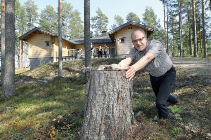 Reino Kuivalainen Hupelissa Karjalaisen arkistokuvassa vuonna 2014.