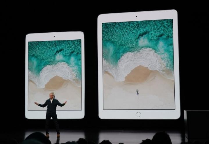 Applen toimitusjohtaja Tim Cook esitteli viime syksynä uusia iPadeja New Yorkissa. LEHTIKUVA/AFP