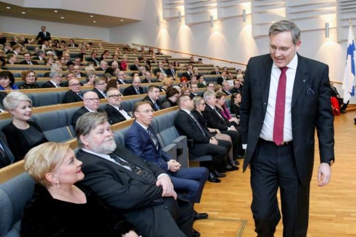 Työmarkkinoiden pelisääntöjä uudistamalla voidaan Mikael Pentikäisen mukaan vauhdittaa edelleen kehitystä, jossa valtaosa työpaikoista syntyy pk-yrityksiin.