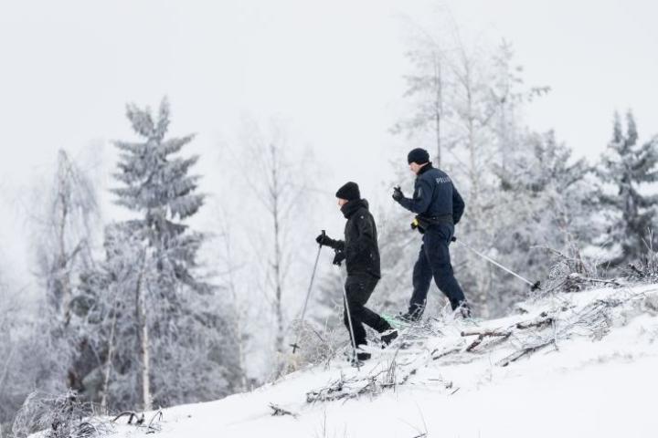 Tobias Peura ja Kimmo Örn partioimassa Juuassa.