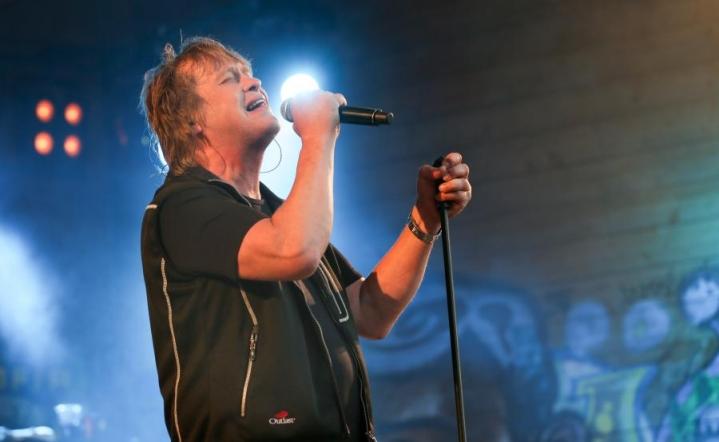 Eppu Normaali esiintyi Ilosaarirockissa vuonna 2015.