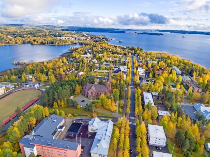 Kirsi Pikkarainen halusi palata Nurmekseen lähelle pohjoiskarjalaista luontoa.