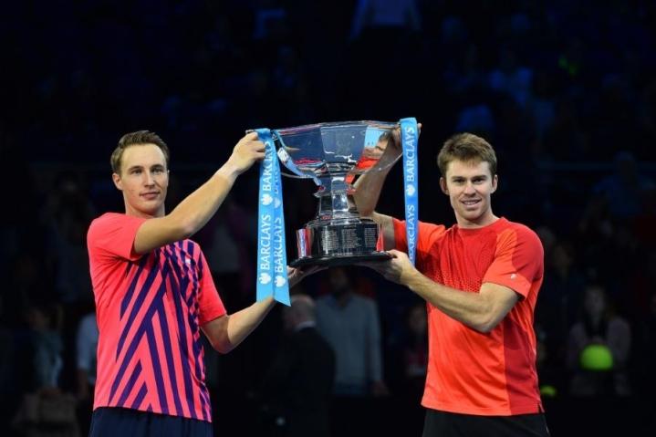 Henri Kontinen (oik.) voitti ATP-finaaliturnauksen nelinpelimestaruuden yhdessä John Peersin kanssa. LEHTIKUVA/AFP
