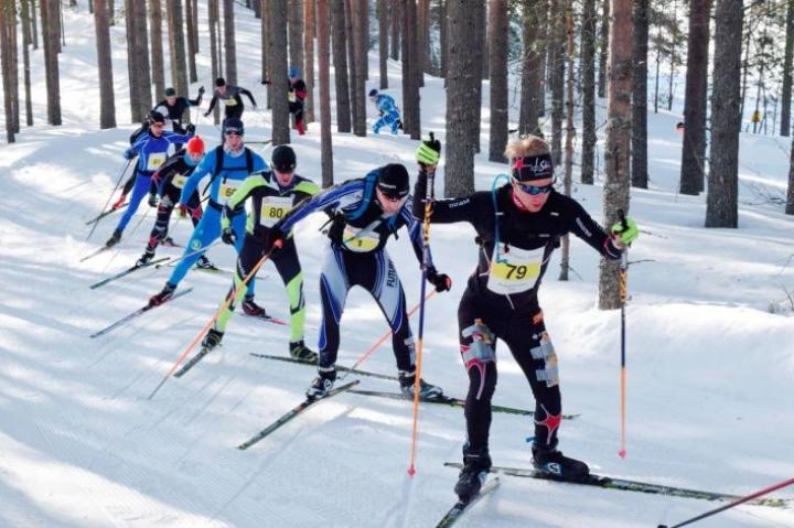 Taivallammen harjulle kiipeävä Joensuun Johannes Leppänen uusi kahden vuoden takaisen voittonsa 58 kilometrin kisassa.