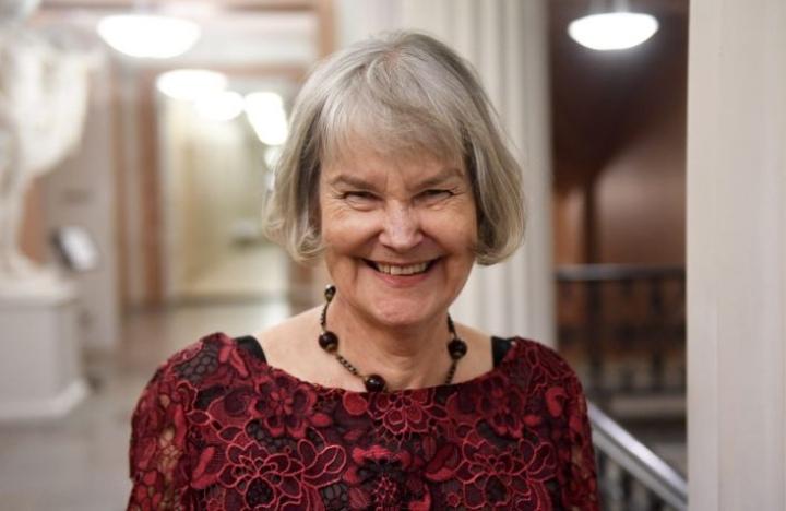 Tuva Korsström vastaanotti Helsingissä Tollanderin palkinnon. LEHTIKUVA / VESA MOILANEN