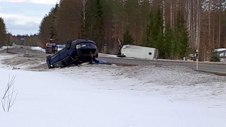 Onnettomuus tapahtui 6-tiellä lähellä Kiteen ja Tohmajärven kunnanrajaa.