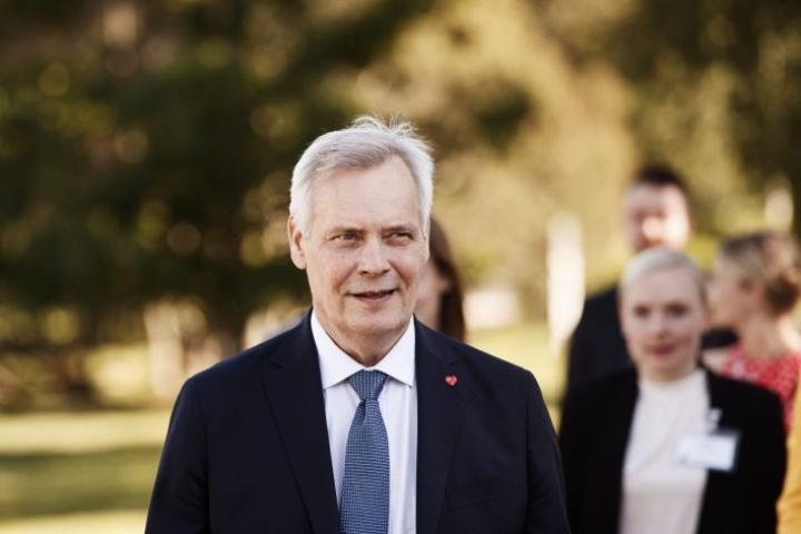 Antti Rinne on samassa paneelissa Jussi Halla-ahon kanssa. Lehtikuva / Roni Rekomaa