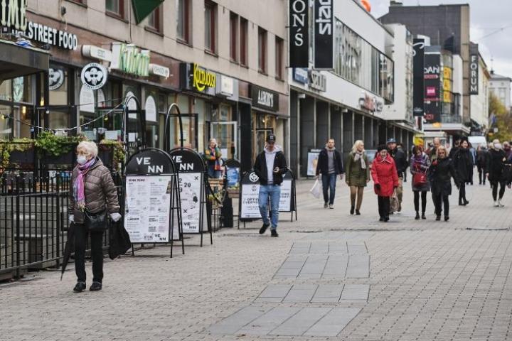 Evan ekonomisti pitää suomalaisten vahvaa tukea menoleikkauksille selkeänä muutoksena aiempaan. Lehtikuva / Hannu Rainamo