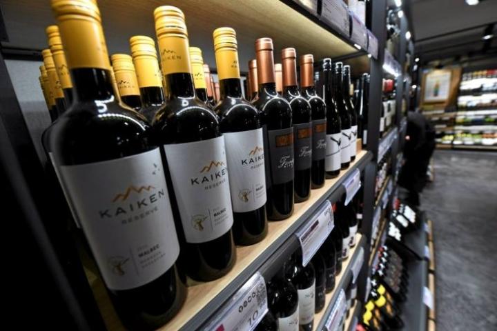 Alkon monopoli säilyy uudessa alkoholilaissa eli etämyynti on kielletty, mutta etäosto sallitaan eli viiniä voi tilata esimerkiksi Italiasta, jos maksaa verot ja hoitaa kuljetuksen itse.