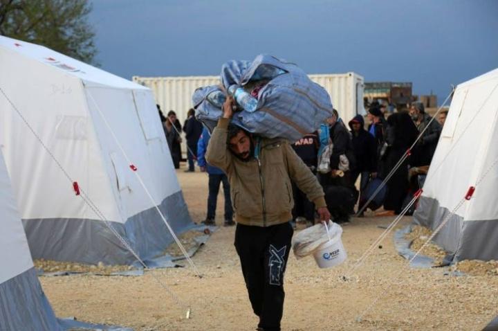 Syyriassa on yli kuusi miljoonaa oman maan pakolaiista. Naapurimaihin on paennut virallisten tietojen mukaan yli viisi miljoonaa ihmistä.