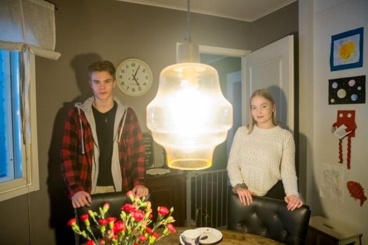 16-vuotiaat Eetu Torvinen ja Elli Rapatti ryhtyivät rippikoulun jälkeen isosiksi.