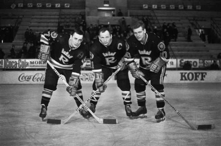 Kuvassa RU-38 jääkiekkojoukkueen Matti Mölli Keinonen (vas.), Raimo Kilpiö ja Matti Harjo. LEHTIKUVA / Hannu Lindroos