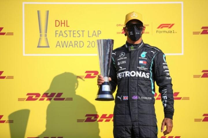 Kauden päätöskilpailu oli koronatoipilas Hamiltonille rankka. Lehtikuva/AFP