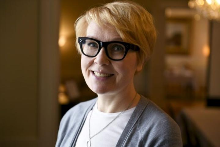 Päivi Anttikosken mukaan Alma Median toimitusjohtaja kertoi hänelle, että kymmenvuotias lapsi ei pärjäisi ilman äitiä. LEHTIKUVA / MARTTI KAINULAINEN