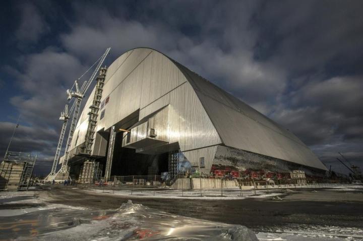 Yli yli kaksi miljardia euroa maksanut uusi suojakuori Tshernobylin ydinvoimalalle paljastettiin. LEHTIKUVA/AFP/European Bank for Reconstruction and Development (EBRD) Press-Service