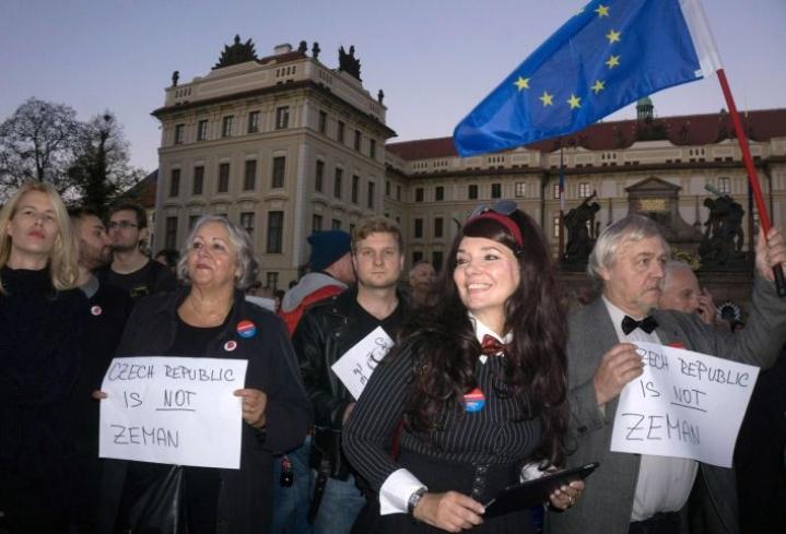 """Tsekissä äänestetään parlamenttivaaleissa tänään ja huomenna. Voittajaksi ennustetaan """"Tshekin Trumpia""""."""