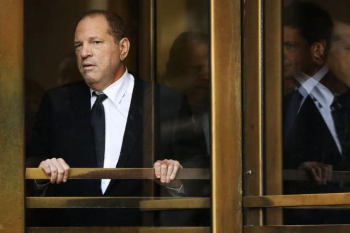 Harvey Weinstein saa kaksi uutta syytettä seksuaalisesta häirinnästä. Entisen Hollywood-tuottajan oikeudenkäyntiä lykättiin ensi vuoden tammikuulle. LEHTIKUVA / Getty Images / AFP
