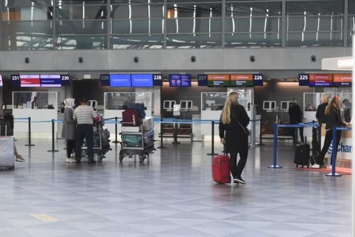 Finnairilta kerrotaan, että lentoyhtiö lentää lokakuussa 42 kohteeseen, mutta normaalia syysloma-ajan kysyntäpiikkiä esimerkiksi Euroopan kaupunkikohteisiin ei ole. LEHTIKUVA / Emmi Korhonen