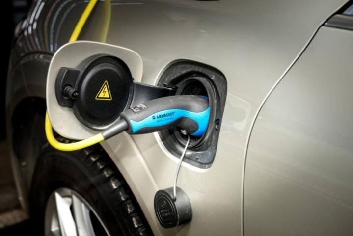 Sähköautoilun arvioidaan yleistyvän voimakkaasti tällä vuosikymmenellä.