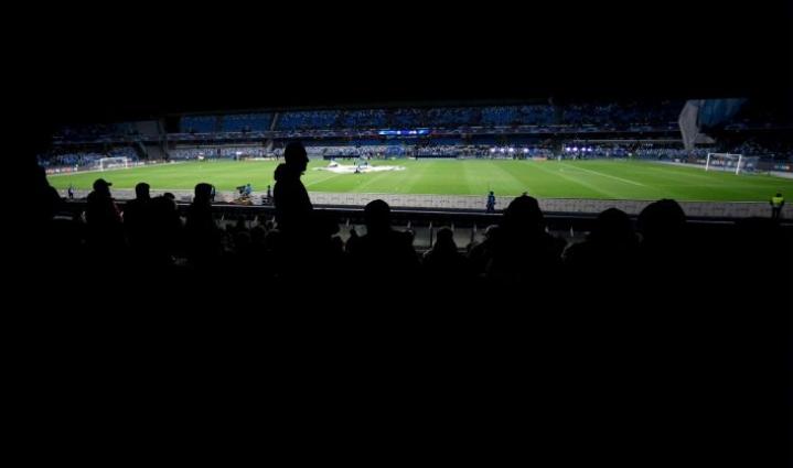 Tiistaina espanjalainen jättiseura Barcelona ilmoitti, että sen ensi viikon neljännesvälierien kotiottelu Napolia vastaan pelataan tartuntariskin takia ilman yleisöä. LEHTIKUVA/AFP