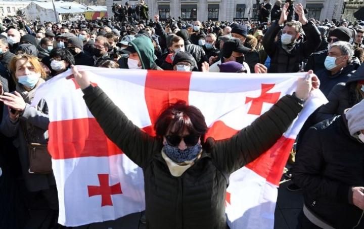 Georgian opposition tukijoita mielenosoituksessa pääkaupunki Tbilisissä tänään. LEHTIKUVA / AFP