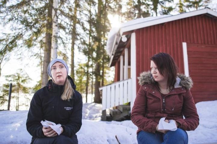 Kaavilaiset Nanny Päivinen ja Taika Vesterinen osallistuivat kunnan työttömien virkistyspäivään. Päivinen on työkokeilussa, Vesterinen kuntouttavassa työtoiminnassa.