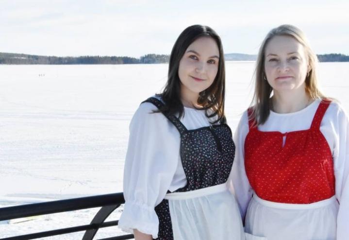 Matkailukoordinaattori Kati Lipponen (vas.) ja Pikesin toimitusjohtaja Minna Heikkinen toivovat uuden matkailubrändin toimivan hyvin.