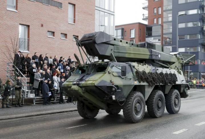 Itsenäisyyspäivän valtakunnallinen paraati järjestettiin viime vuonna Tampereella. LEHTIKUVA / KALLE PARKKINEN