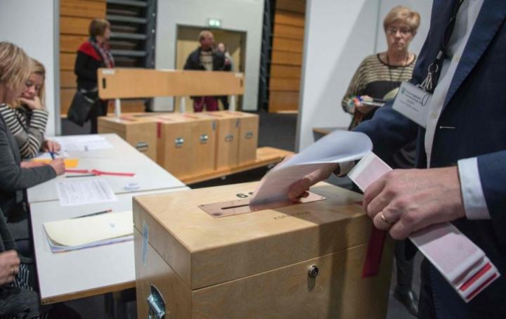 Islannissa ajauduttiin vaaleihin, kun edellisen hallituksen pääministeri joutui eroamaan Panama-vuodon paljastusten takia. LEHTIKUVA / AFP