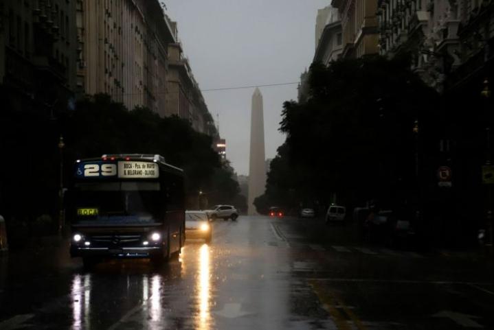 Buenos Airesin keskustaa sähkökatkon aikana. Lehtikuva / AFP