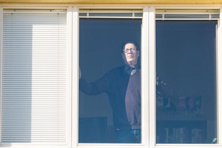 Joensuun entinen kaupunginjohtaja Juhani Meriläinen toivoo, että kaikki olisivat nyt vastuullisia ja noudattaisivat annettuja pelisääntöjä.