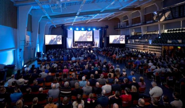Abloyn tiistaiseen henkilöstöjuhlaan Joensuun urheilutalolla osallistui satoja abloylaisia.