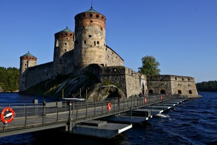 Vesiliikenne Olavinlinnan ympäristössä keskeytetään kokonaan torstain kello kuudesta perjantain kello kahteen.