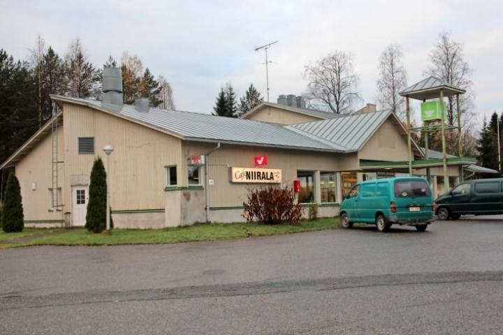 Rajapysäkki lopetti toimintansa keväällä. Syyskuussa toiminnan aloitti uusi yrittäjä Cafe Niirala -nimellä.