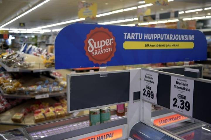 Tuoreen ennusteen mukaan ruuan hinta nousee tulevina vuosina, mutta nousu pysyy maltillisena kovan kilpailun vuoksi. LEHTIKUVA / Antti Aimo-Koivisto