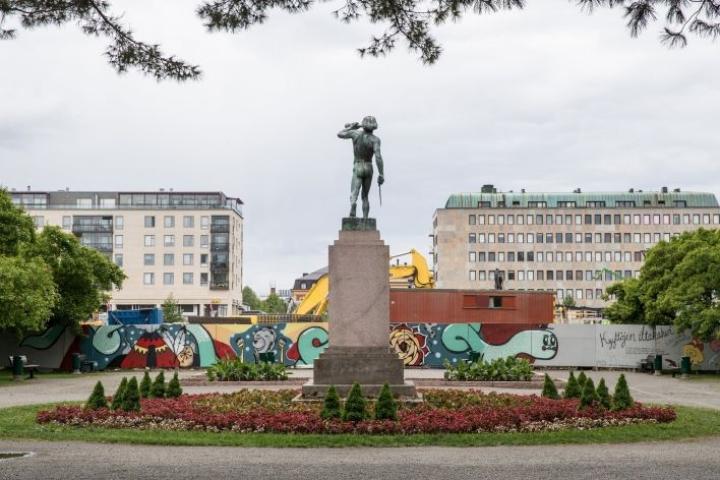 Vapaudenpuisto on Joensuun ydinkeskustan musta piste, jossa tapahtuu paljon hämärää toimintaa niin kaupunkilaisten kuin poliisinkin mukaan.