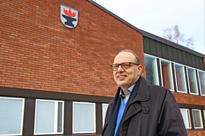 Tohmajärven kunnanjohtaja Olli Riikonen on viime aikoina hakenut myös useita kuntajohtajan paikkaa. Nyt hän tuli kuitenkin valituksi Kuntaliittoon.