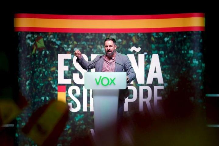 Suurinta vaalivoittoa on povattu oikeistopopulistiselle Vox-puolueelle. Kuvassa Voxin johtaja Santiago Abascal. LEHTIKUVA/AFP